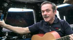 chris-hadfield-sing-space-canadian-DM