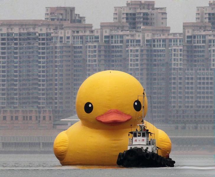 Hong Kong\'s giant rubber ducky | DOSmagazine