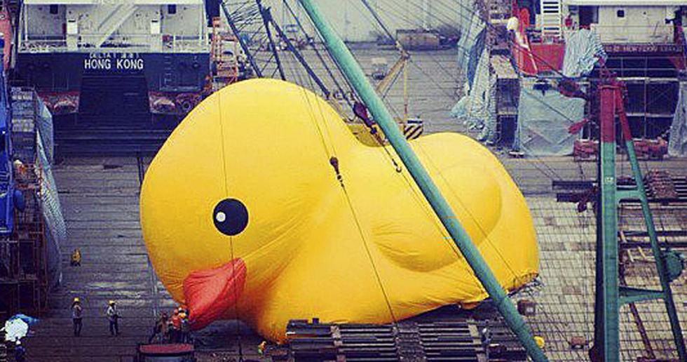 Hong Kong S Giant Rubber Ducky Dosmagazine