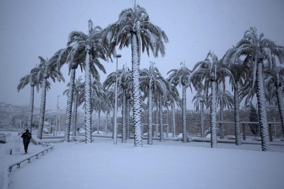 http://dosmagazine.com/en/wp-content/uploads/2013/12/Snow-Israel-Massive-Storm-Jerusalem-2-DM.jpg