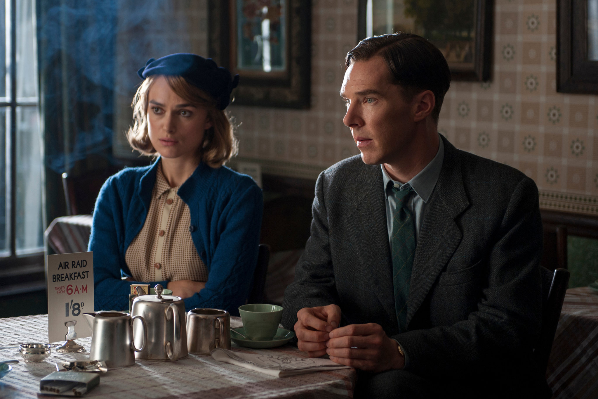 Keira-Knightley-Benedict-Cumberbatch-The Imitation Game-DM