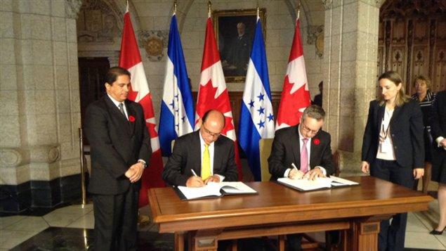 Honduras y Canadá firman acuerdo comercial