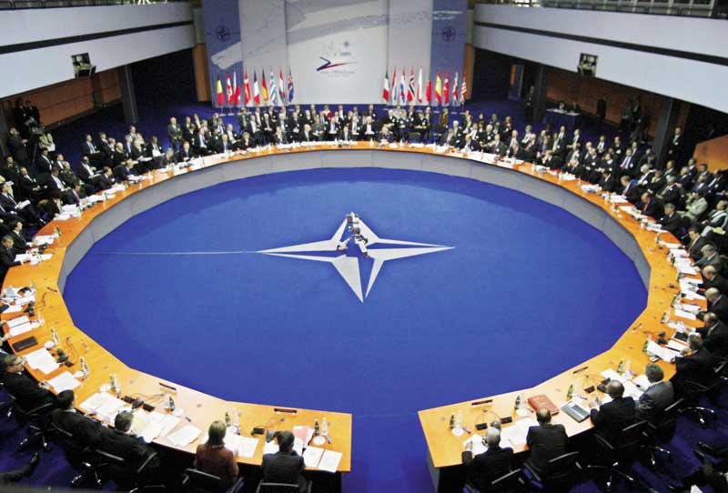 OTAN envía aviones a Polonia y Rumanía para vigilar la crisis ucraniana