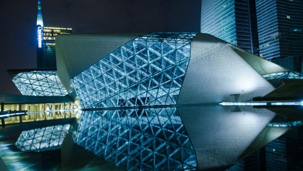La reina de la curva en edificios emblemáticos, Falleció Zaha Hadid